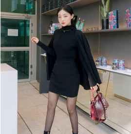 黑色针织半身裙配什么上衣 谁说针织老气呢