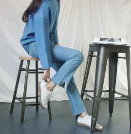 浅蓝色毛衣搭配图 简约配色彰显气质