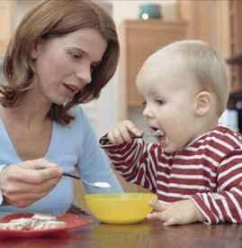 饭桌上教育孩子 两大危害你可知?