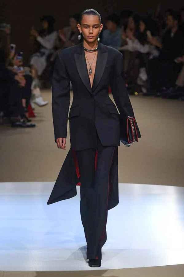 Alexander McQueen2018秋冬巴黎时装周