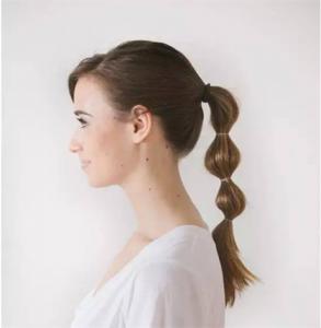 可以自己扎的简单发型 这三款让你告别路人甲