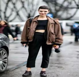 2018皮衣女款流行趋势 女生这样穿皮衣美爆了