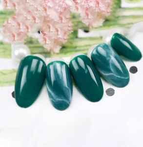 翡翠美甲怎么画 玉石质感灵气逼人