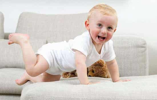 宝宝多大穿学步鞋 宝宝几个月可以穿鞋 6个月后可以穿学步鞋