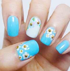 藍色小花美甲怎么畫 清新田園風