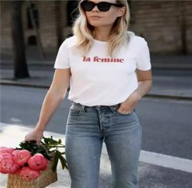 春季t恤潮流搭配图片 女生穿这几款t恤凸显个性