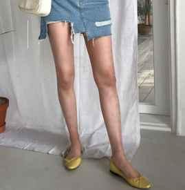 牛仔裙搭配什么鞋子好看 这3种搭配随性又亚虎娱乐PT老虎机