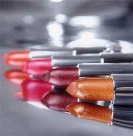 美宝莲金属唇膏试色 日常也可用的金属色口红