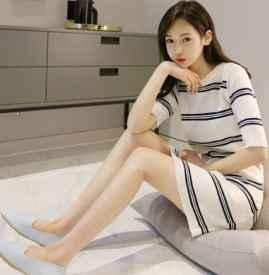 针织条纹连衣裙如何搭配 春夏搭配这5种鞋轻松性感优雅