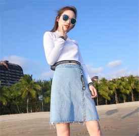 蓝色牛仔裙配什么上衣 这样穿搭显青春活力