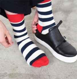 袜子老破洞怎么办 新买的袜子没穿两天就破洞了