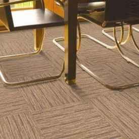 Pvc和沥青№地毯区别 哪种更适合选我百花�穷�面何存啊择
