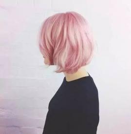粉色短发女 看看她们是怎么染的吧