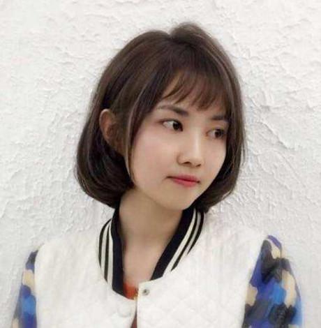 女生齐肩短发编发发型