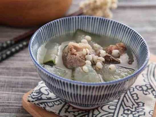 夏天来碗汤!冬瓜薏米排骨汤的做法