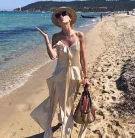 吊带连衣裙怎么搭配 夏日解暑可爱又性感