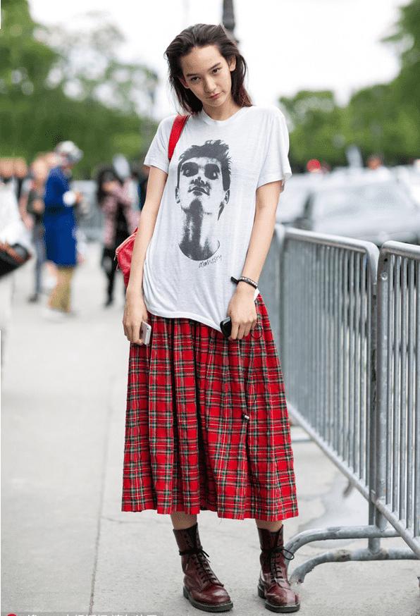 夏天短袖T恤搭配什么 短T恤格纹裙超吸睛回头率高