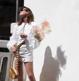 白色连衣裙怎么搭配 夏日最爱美得时髦又舒适
