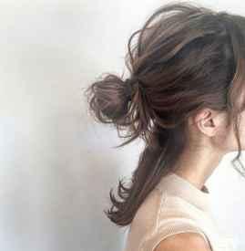 湿漉漉的头发怎么扎 这样扎简单干练