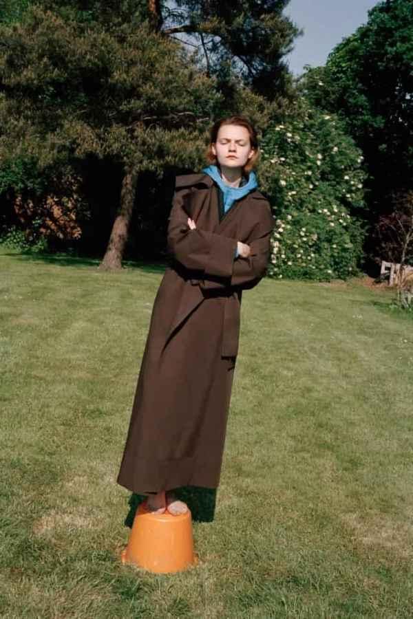 Pringle of Scotland Resort2019 阳光男孩与草地里的少女