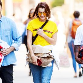 端午节穿什么衣服 黄色单品让你显白又出众