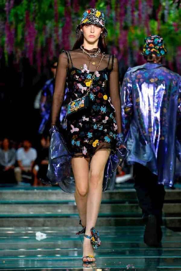 Versace 2019春夏米兰男装周 年轻街头风