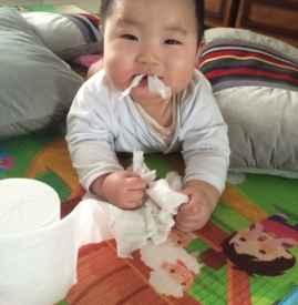 宝宝不小心吃了纸怎么办 让纸随排便排出