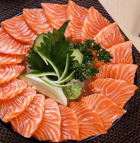 吃三文鱼会长?#33268;?三文鱼减肥怎么吃比较好