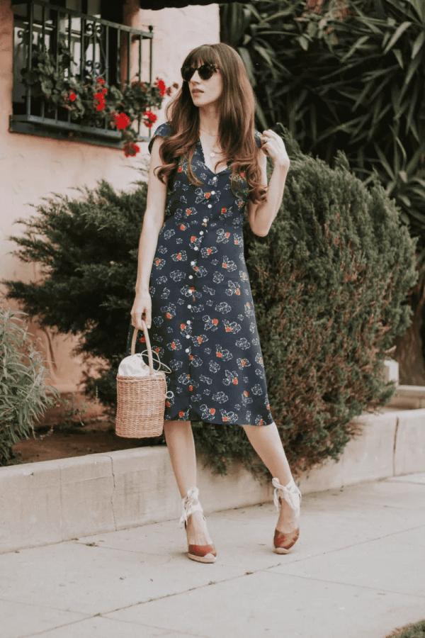 法国茶歇裙 2019年最火的茶歇长裙V领收腰不挑身材