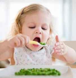 孩子睡觉前不要吃什么食物