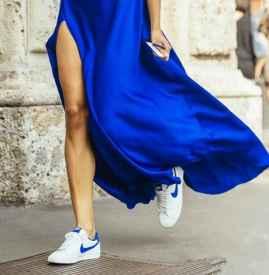 运动鞋配裙子 唯美与动感的融合