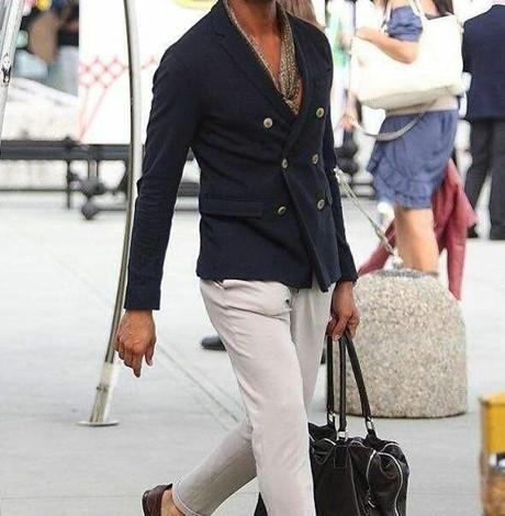 白色裤子怎么搭配 白色打造风度偏偏雅痞男