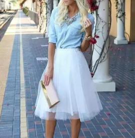白色裙子怎么搭配