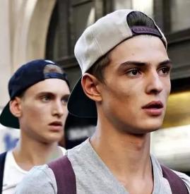 夏季男生帽子搭配 这些经典的男士帽子了解一下