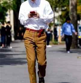 秋季男生衬衣怎么穿好看