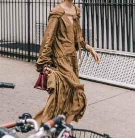秋天穿长袖连衣裙搭配 秋天女明星都在穿的长袖连衣裙