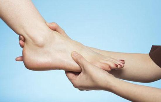 冬天脚皮肤干燥怎么办 做对保湿很重要