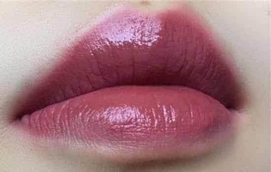 蜜桃色口红有哪些 谁说秋冬就不能粉嫩的