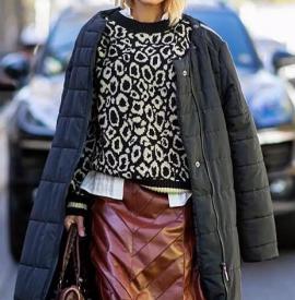 女生羽绒服怎么搭配好看 羽绒服这样穿温度与风度共存