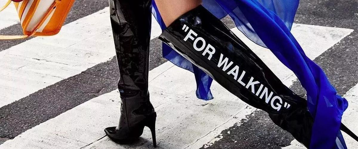 过膝长靴应该是每个女生都要会穿的单品,它不仅能展现出女性特有的性感与妩媚,也有潇洒和利落的气质加持。今天我们就一起来看看冬天女生长靴怎么搭配衣服才好看吧。