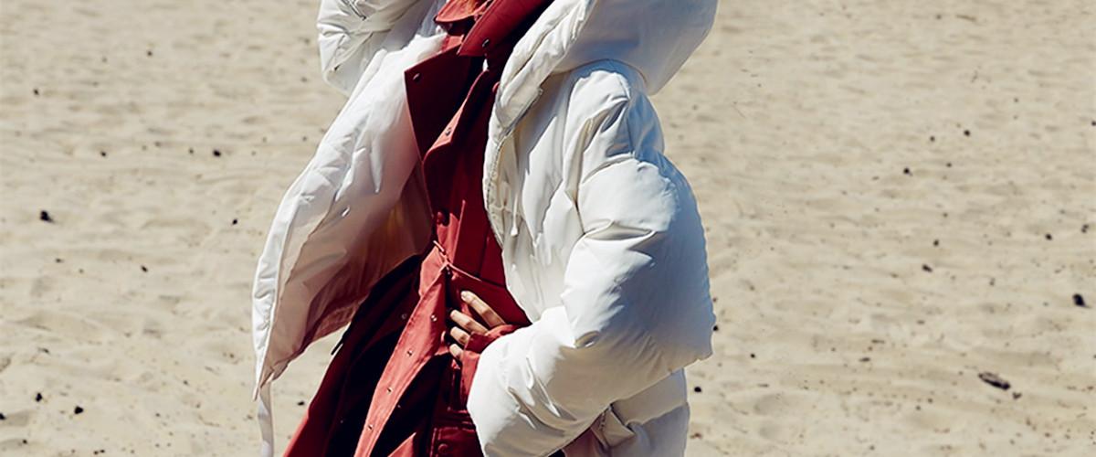 冬季穿搭里不光囊括了大家对于追求美丽这个不变目标,还包含着温暖这个基本要求,而羽绒服恰恰就能满足这个要求。