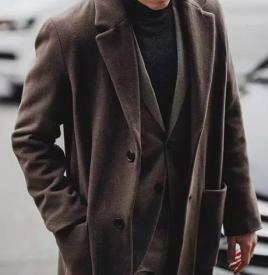 男士大衣和毛衣怎么搭配好看 大衣配毛衣男士高级感的选择