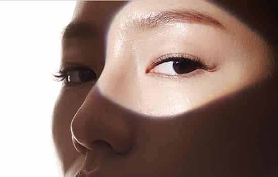 化妆水需要避开眼部吗 这个就要看是什么化妆水了