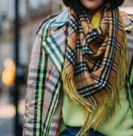 中长款大衣配什么围巾 夸张高饱和度做冬季主角