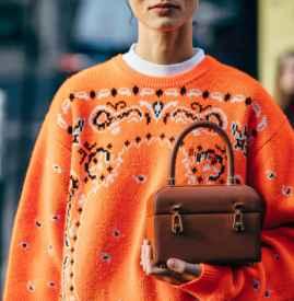暖色毛衣搭配什么颜色 甜美的冬季街头