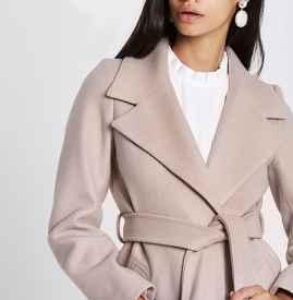 浅色毛衣怎么搭配外套 属于明亮色调的针织魔法