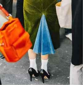 灯芯绒裙子配什么鞋 点睛之笔竟是靠它?
