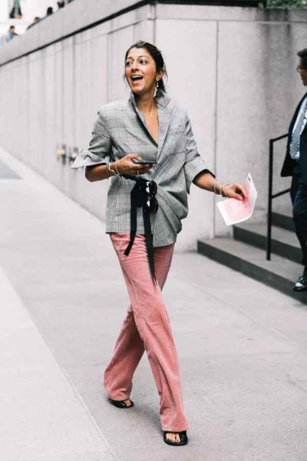 灯芯绒裤子搭配什么上衣 随性舒适的不二之选