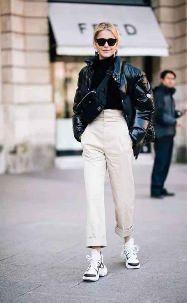 短款羽绒服搭配什么裤子 严冬遮盖不了的高挑身段