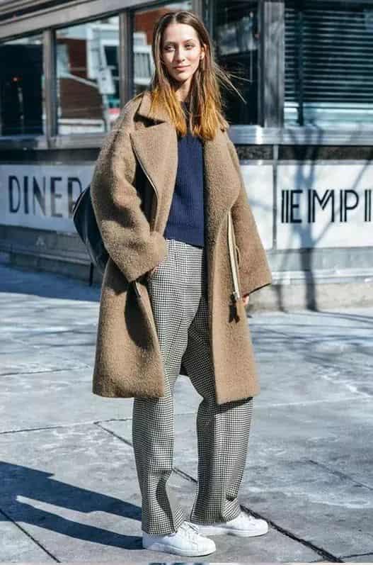 羊羔绒外套搭什么裤子 提高你衣柜的利用率